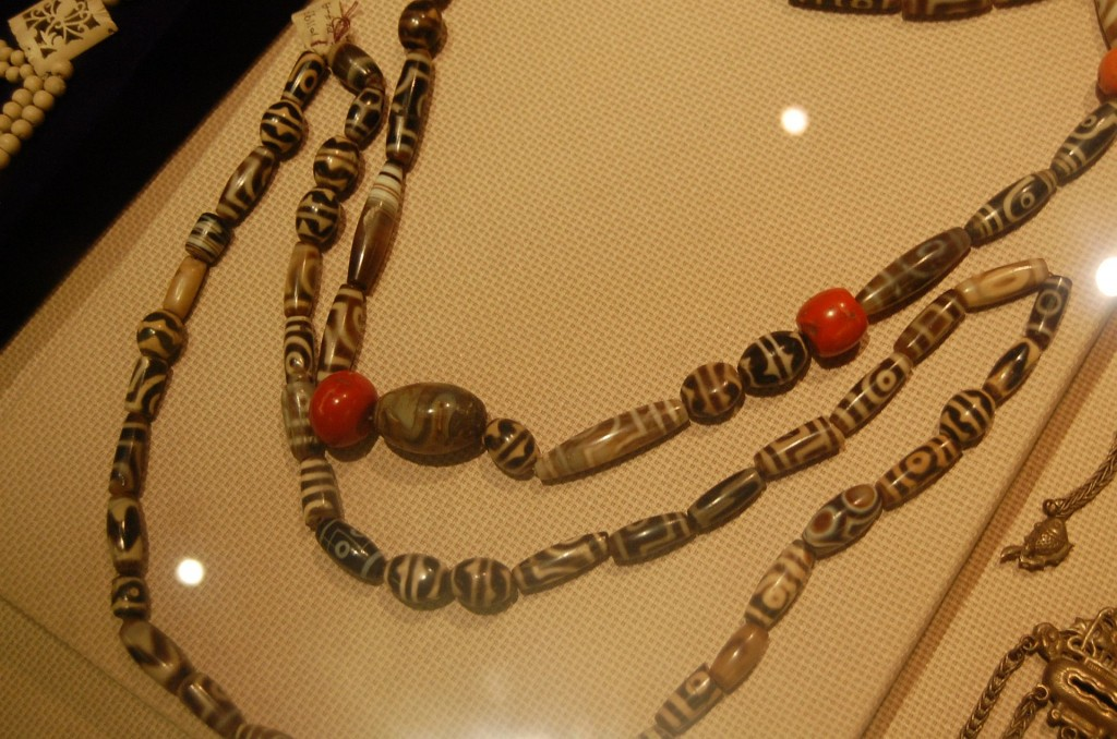 Dzi Perlen im Sichuan-Museum in Chengdu