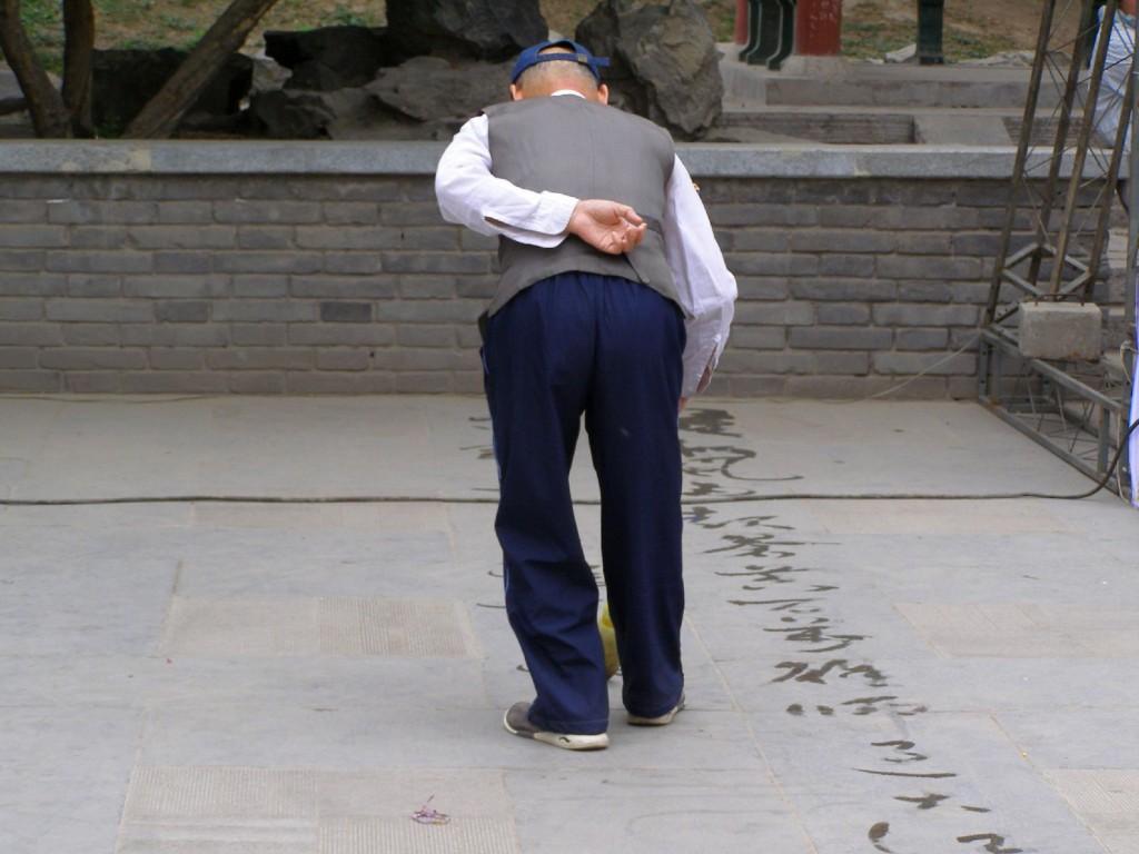 Wasserkalligraphie im Stadtmauerpark in Xi'an