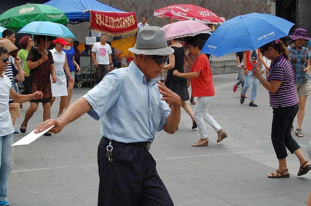 Beim Jazz-Dance im People's Park. Chengdu - Der Größte