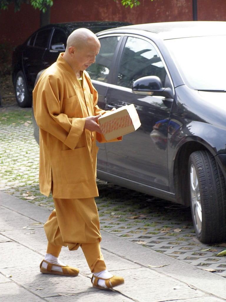 Buddhistischer Mönch im Wenshu Tempel, Chengdu