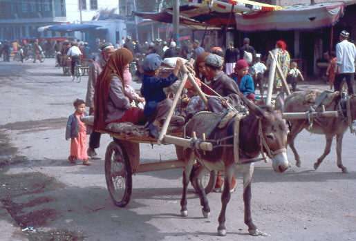 Eselskarren auf dem Wweg zum Sonntagsmarkt in Kashgar 1992