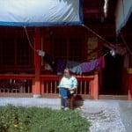 Reisebericht schreiben im Hof eines schönen Hotels in China