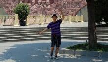 Mann in einem Park in Chengdu