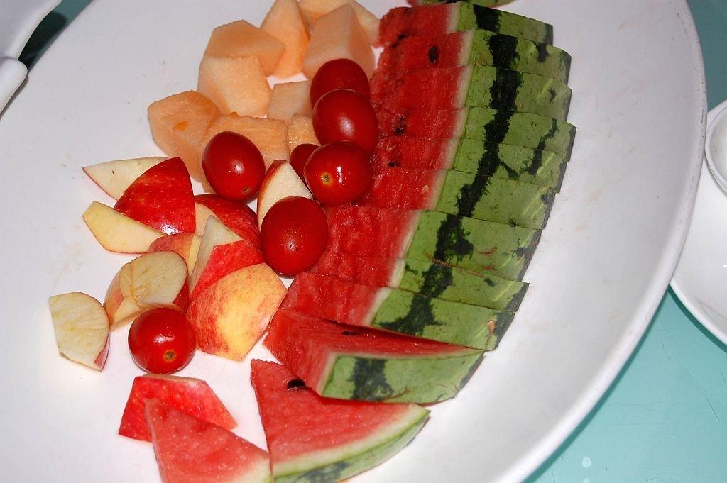 Obstteller mit Tomaten