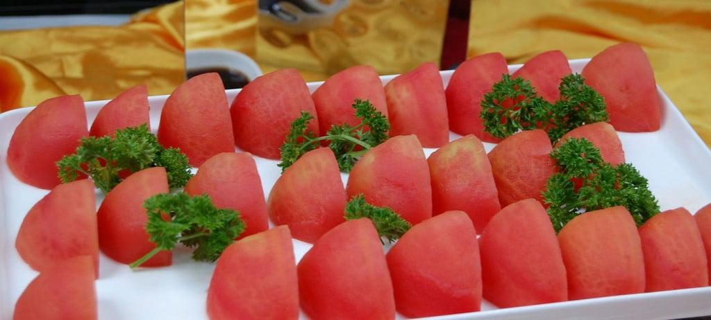 Tomaten auf dem Mittagsbuffet