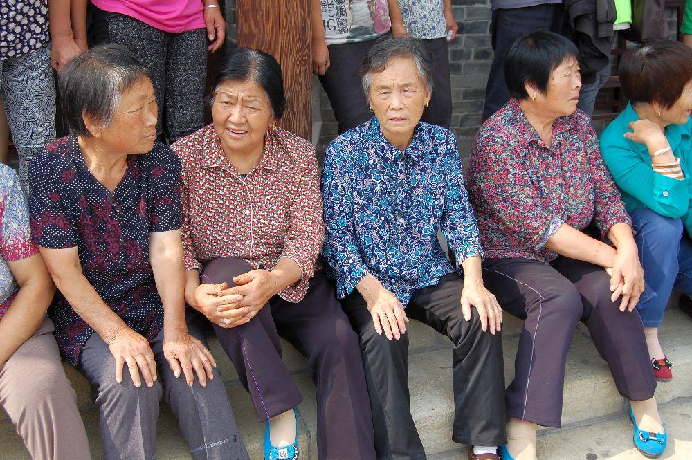 Die Frauen des Dorfes sehen merkwürdig ähnlich aus