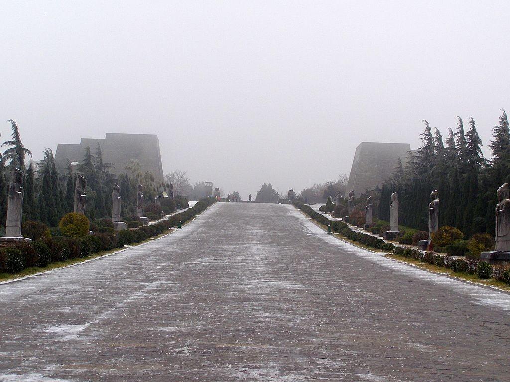 Seelenweg beim Grab der Kaiserin Wu Zetian