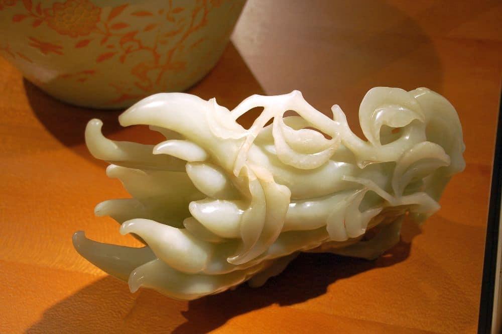 Buddhas Hand, eine Zitrusfrucht ganz aus Jade