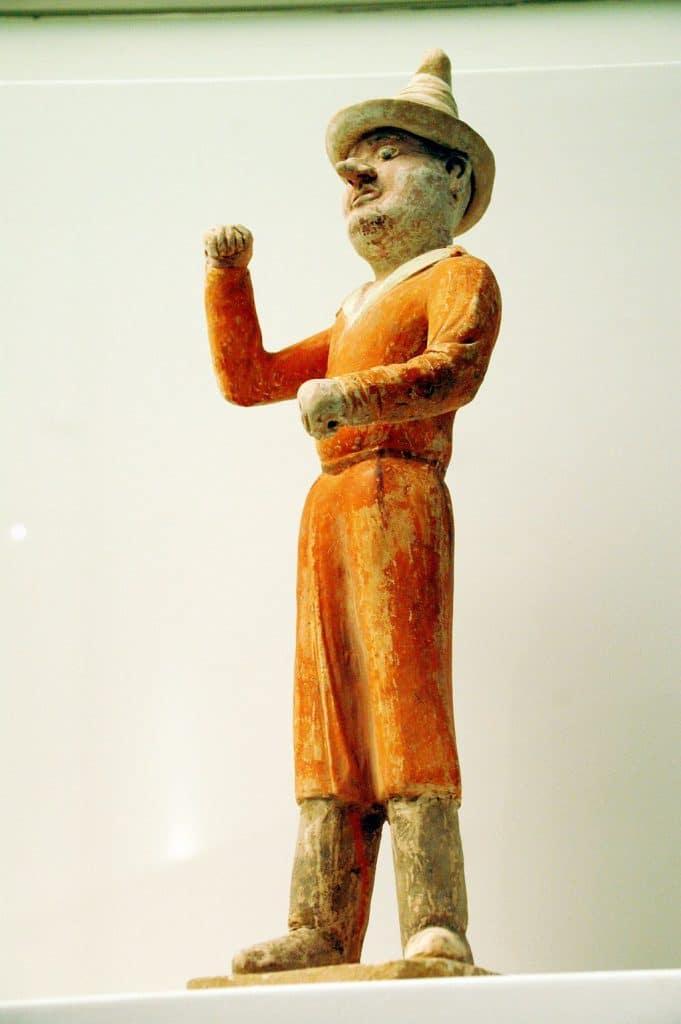 Figur aus der Tang-Zeit, der Blütezeit der Seidenstraße, in der viele fremdländische Händler nach China kamen.