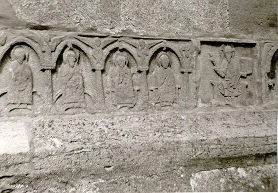 Dieses Foto von einem alten Relief an einer gotländischen Kirche ist ein frühes Zeugnis meines Interesses an Altem und Geschichte