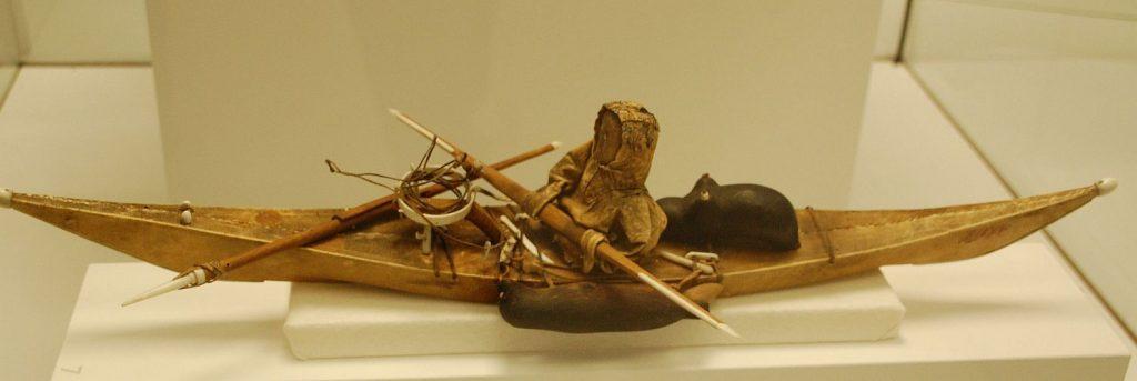 Kanu - geschnitzt