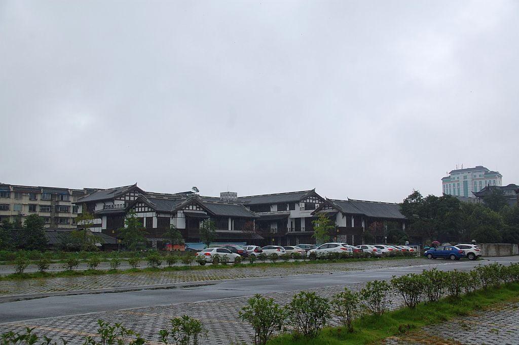 dujiangyan-parkplatz