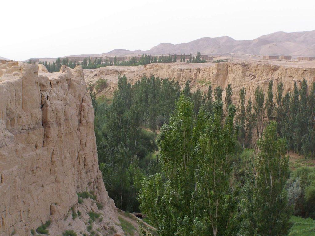 Jioahe -Turfan - 30 Meter hohe Klippen