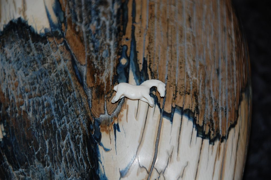 Herz aus Mammut-Elfenbein