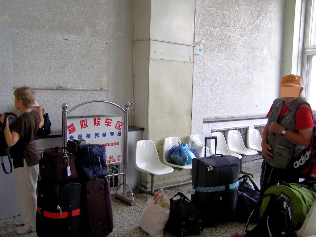 Der Wartesaal am Bahnhof von Turfan