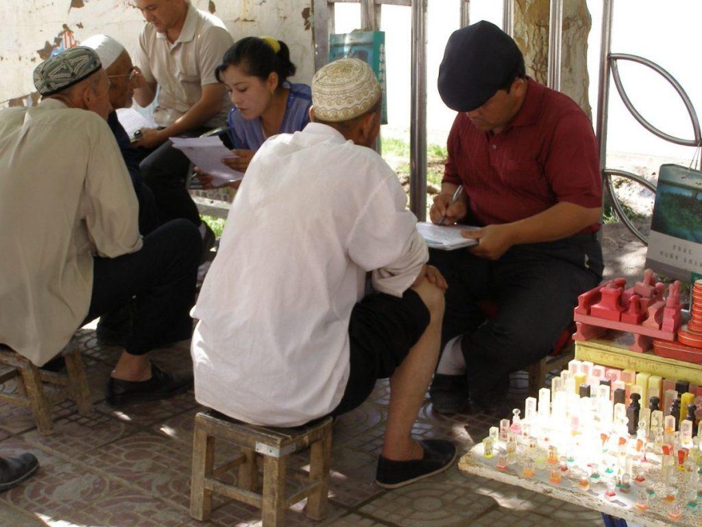 Schriebstuben vor dem Postamt in Kashgar