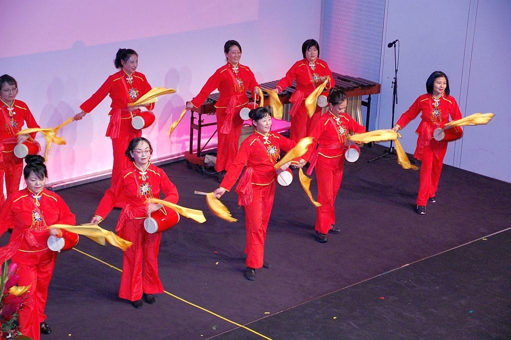 Trommelnde Damen bei der Hamburger Neujahrsgala