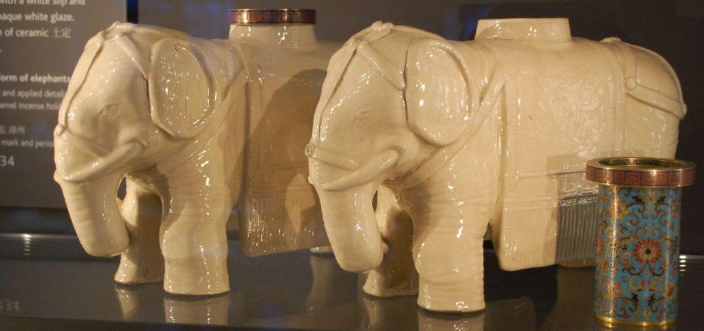 Porzellan-Elefanten aus China