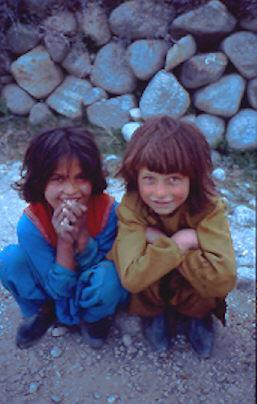 Kleine Mädchen im Hunza Tal