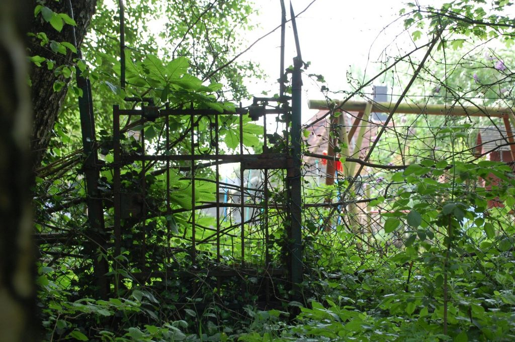 Zaun zu einem Vorgarten