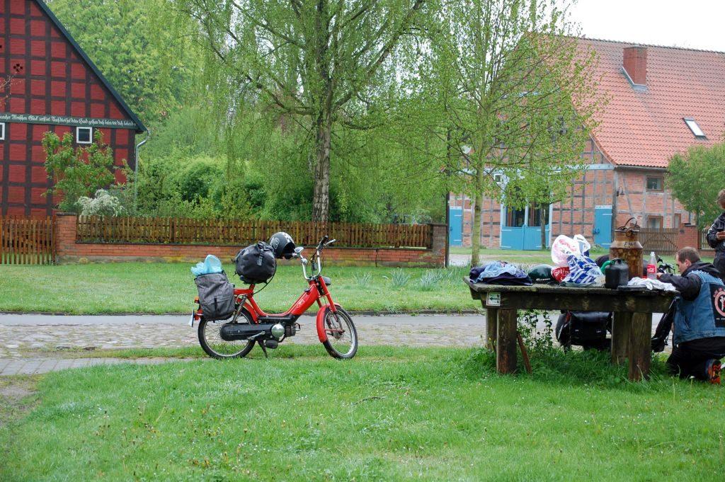 Fahrradtouristen in Satemin
