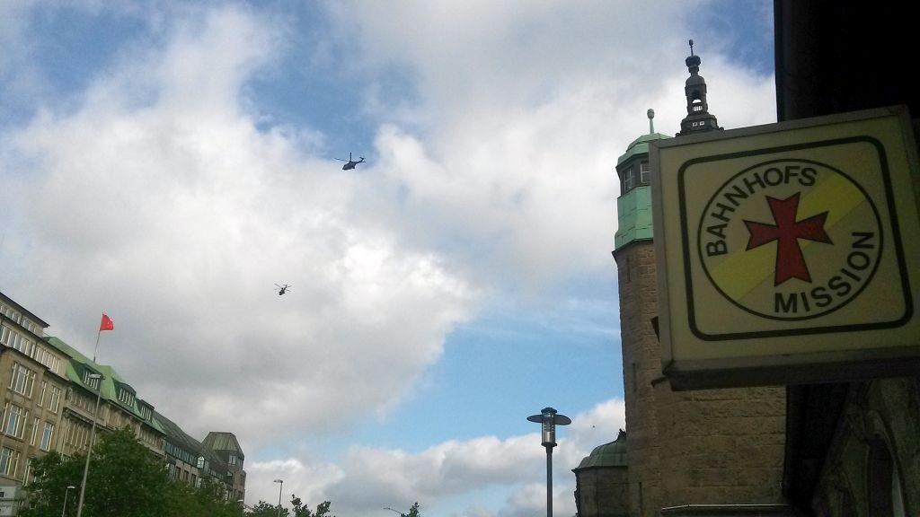 Hubschrauber über dem Hauptbahnhof